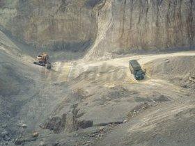 Samochód serwisowy w kamieniołomie
